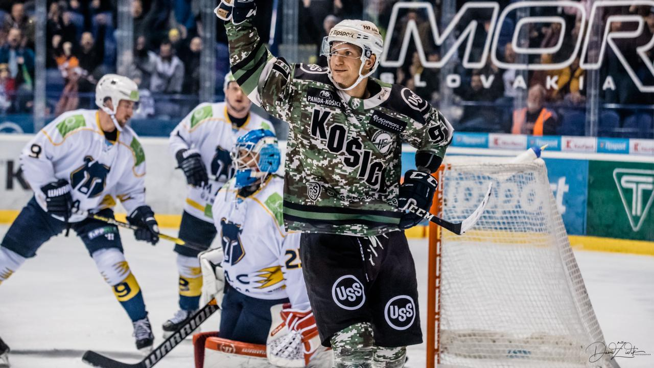 Chovan's hat-trick in special camouflage jerseys
